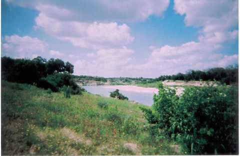 10 ac Llano River view N
